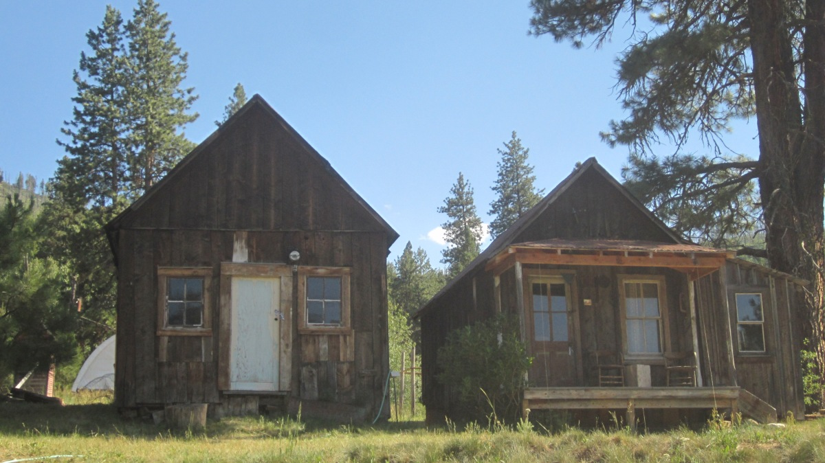 Atlanta Idaho: Cabins and Locals